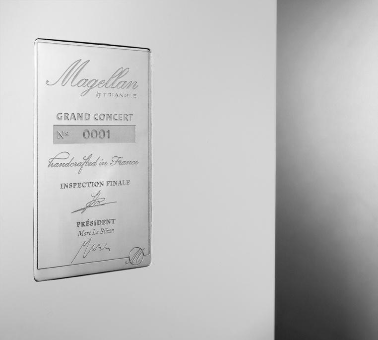 Enceinte hifi Colonne triangle Magellan grand concert lifestyle details 04