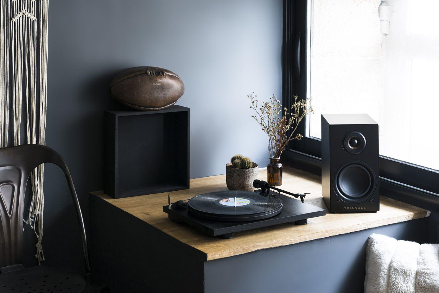enceinte connectée hifi bibliothèque platine vinyle triangle active series ln01A noir lifestyle 02